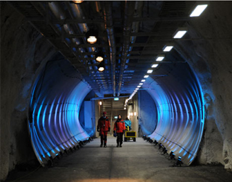 http://carthoris.free.fr/Images/Svalbard%20-%20Tunnel.jpg